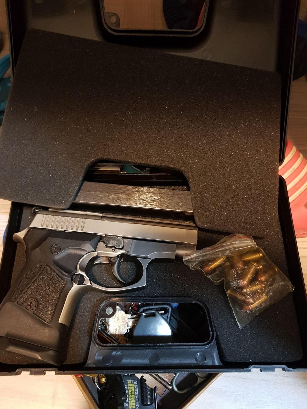 警方起出非法改造槍枝1把、9mm子彈53顆。
