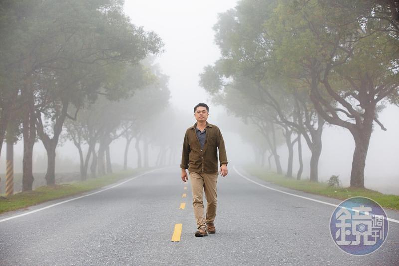 清晨的玉里起霧了,這是王嘉納上班必經的路段,他告訴我們,每天的晨色都不同,故鄉很美。