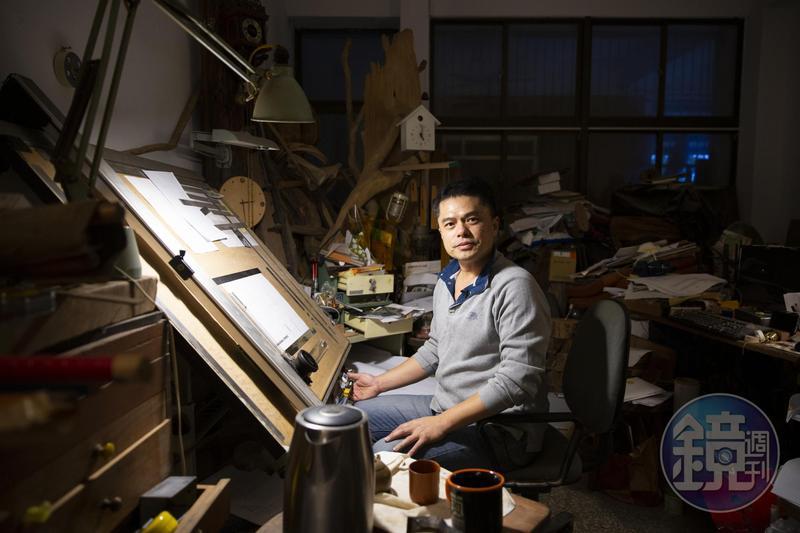 王嘉納的工作室很溫暖,他說是因為木頭的溫度,冬暖夏涼,這也是他最常創作的地方。