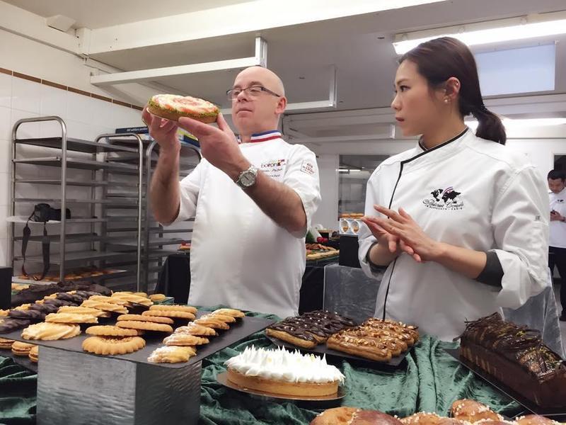 蔡健雅近年每年都會去巴黎進修甜點,也要接受考試,讓蔡健雅很緊張。(翻攝自蔡健雅臉書)
