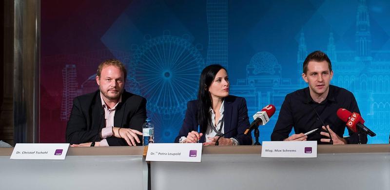 GDPR 創辦人 Max Schrems(右)再槓 8 大媒體巨頭。(翻攝自 noyb.eu 臉書)