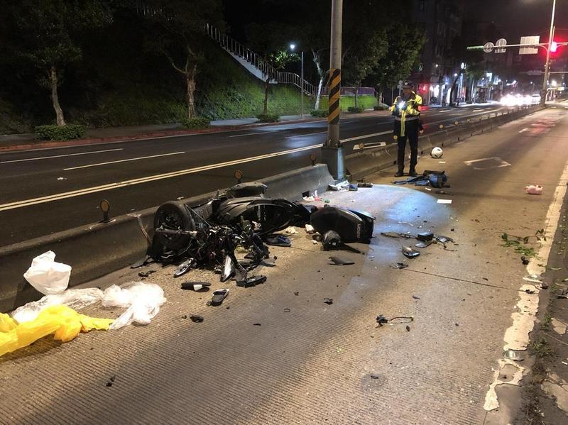 台北市羅斯福路五段的地下道出口發生小情侶一死一重傷的嚴重車禍。(警方提供)