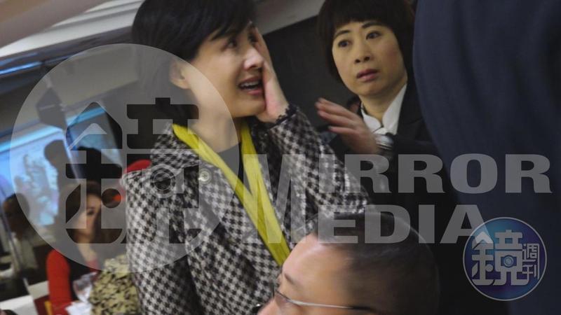 文化部長鄭麗君今天出席資深藝人春節餐會,遭資深藝人鄭惠中當眾打了一巴掌。