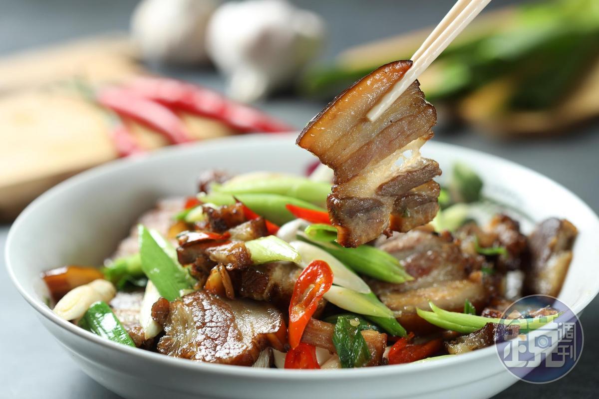 「炒臘肉」是最常見的吃法,但臘肉口感要好,得靠前置作業不偷懶。