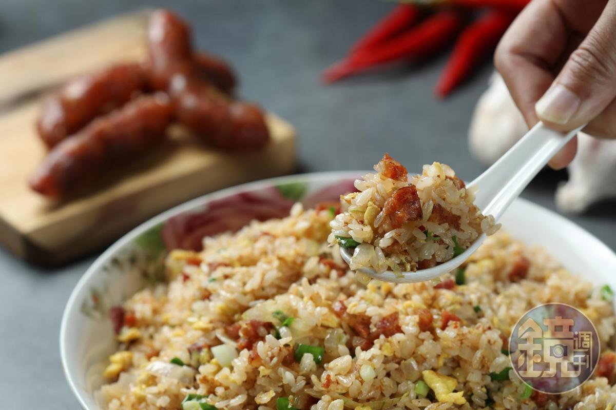 「臘腸蛋炒飯」噴香過癮,還能順便處理過年拜拜完剩下的冷飯。