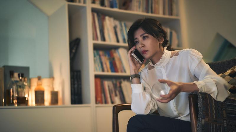 賈靜雯再婚後人氣狂飆,不僅演出Netflix劇集《罪夢者》,也主演與HBO Asia合作的《我們與惡的距離》,相當國際化。(CatchPlay提供)