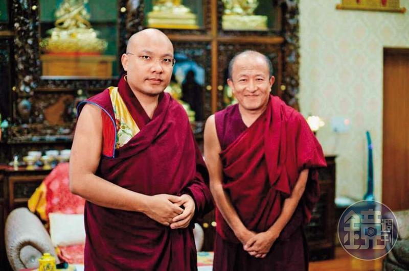 宗薩欽哲仁波切(右)遭指控將女性當成影響法王(左)的工具,居中牽線當介紹人。(讀者提供)
