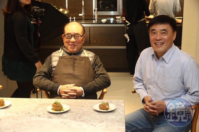 國民黨副主席郝龍斌與父親郝柏村(左)。