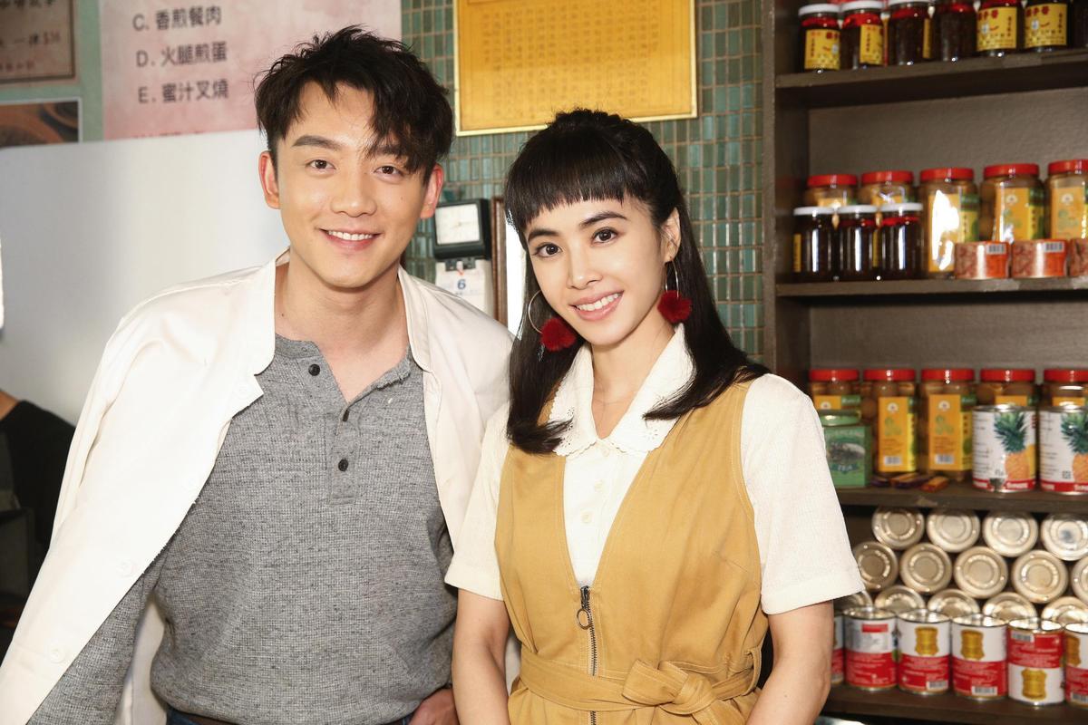 鄭愷特別向劇組告假飛來台北當蔡依林的腦公,兩人在MV中有逗趣對手戲。(索尼唱片提供)