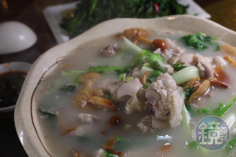 清燉口味的「野山菌蹄花」,湯頭濃厚、膠質豐富,最適合冬季享用。(人民幣88元/份,約NT$394)