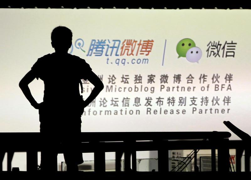 為防止公務機關機密外洩,公務手機電腦將禁連騰訊微博、微信等中國大陸4大知名社群網站。(東方IC)