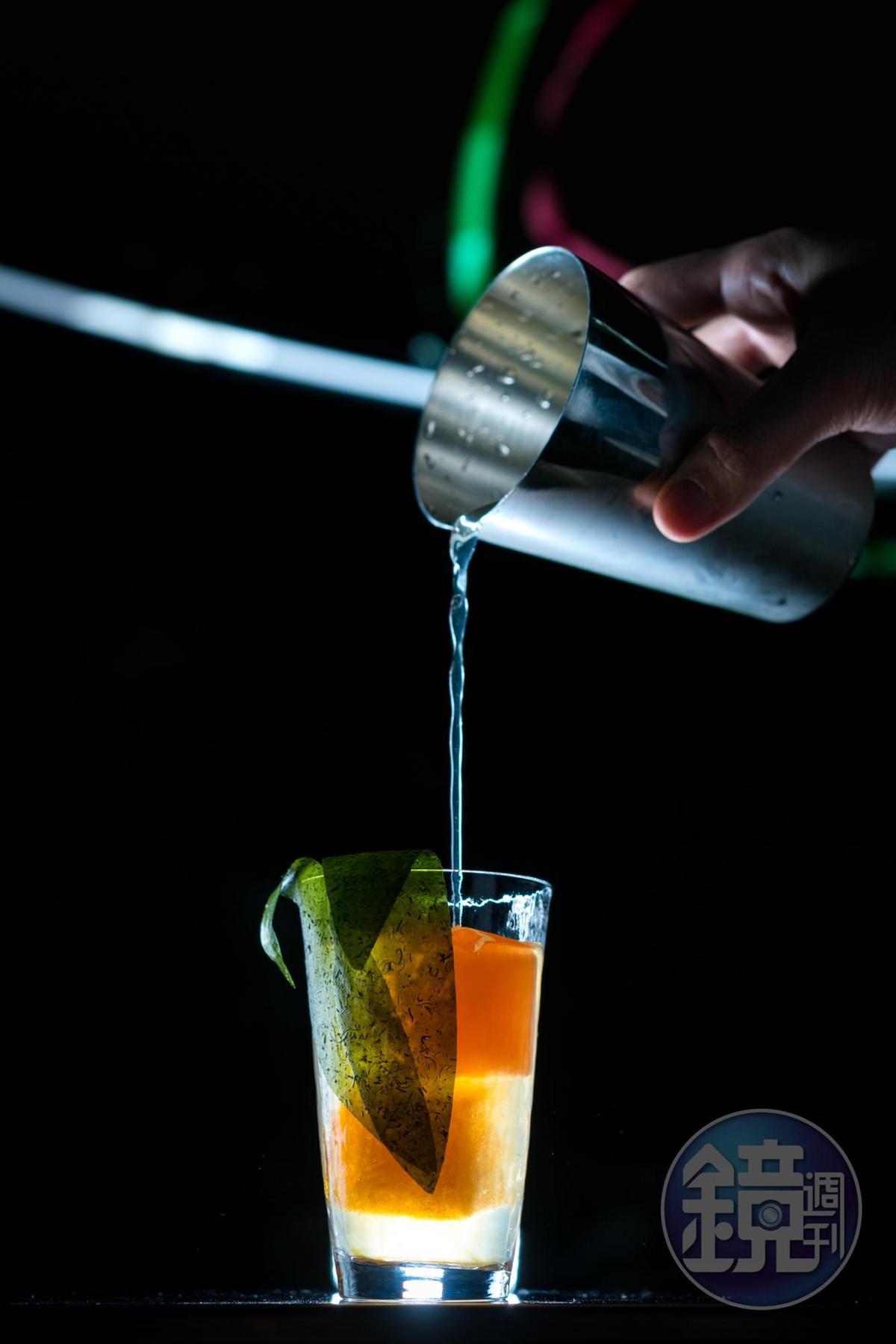 第一季調酒「Corn」有濃郁玉米味,辣椒、醬油冰塊、燒烤膠片,「燒番麥」概念完整,雖然已喝不到,未來有可能在「菱玖洋服」酒吧再現精華。