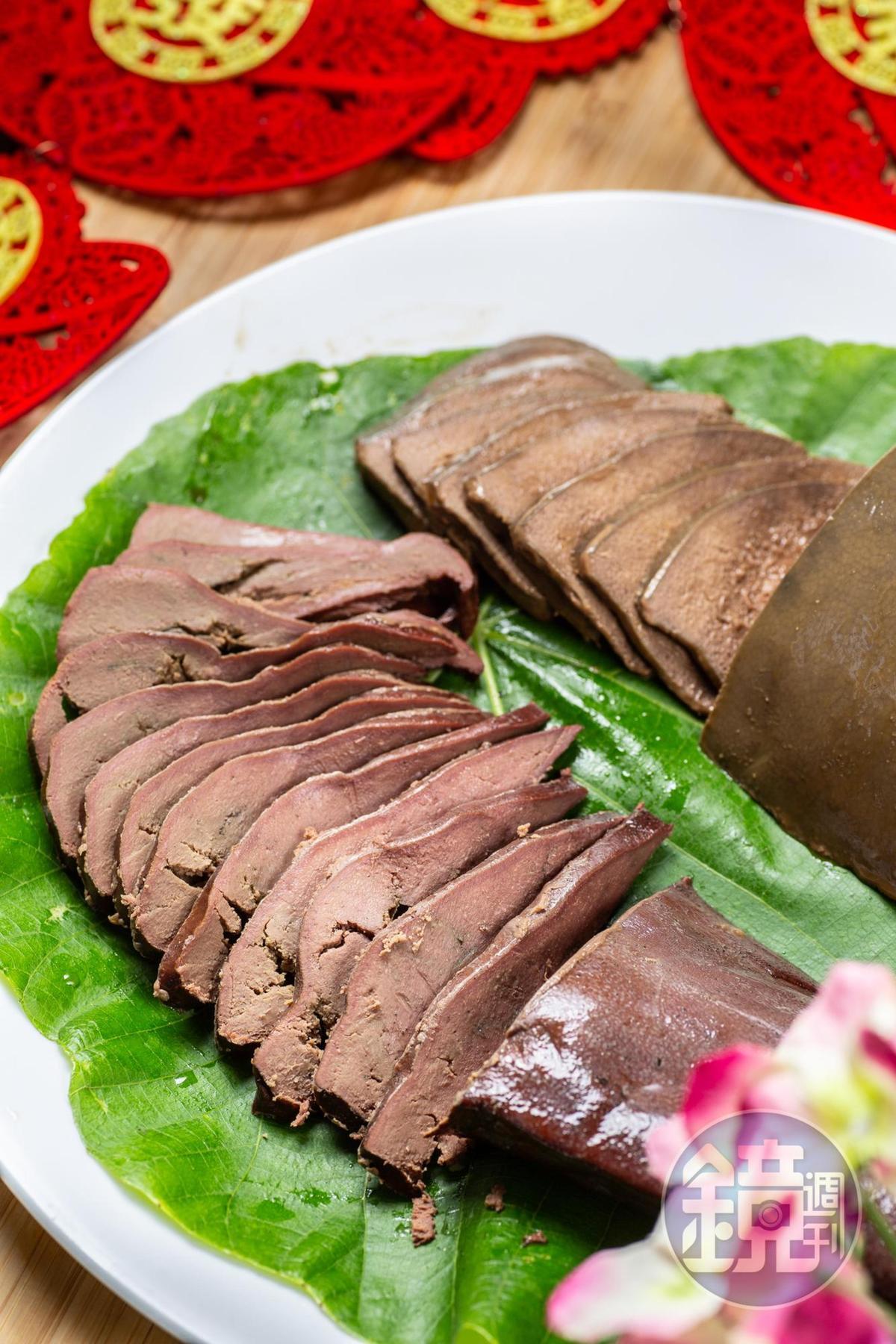 功夫菜「膽肝」(左,50元/100克)是半成品,回家需再加熱至熟透;「粉肝」(右,50.8元/100克)就可開封即食。