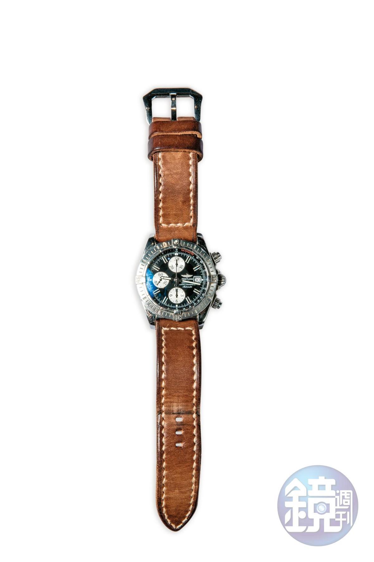百年靈腕錶是媽媽送的21歲生日禮物,約NT$200,000。
