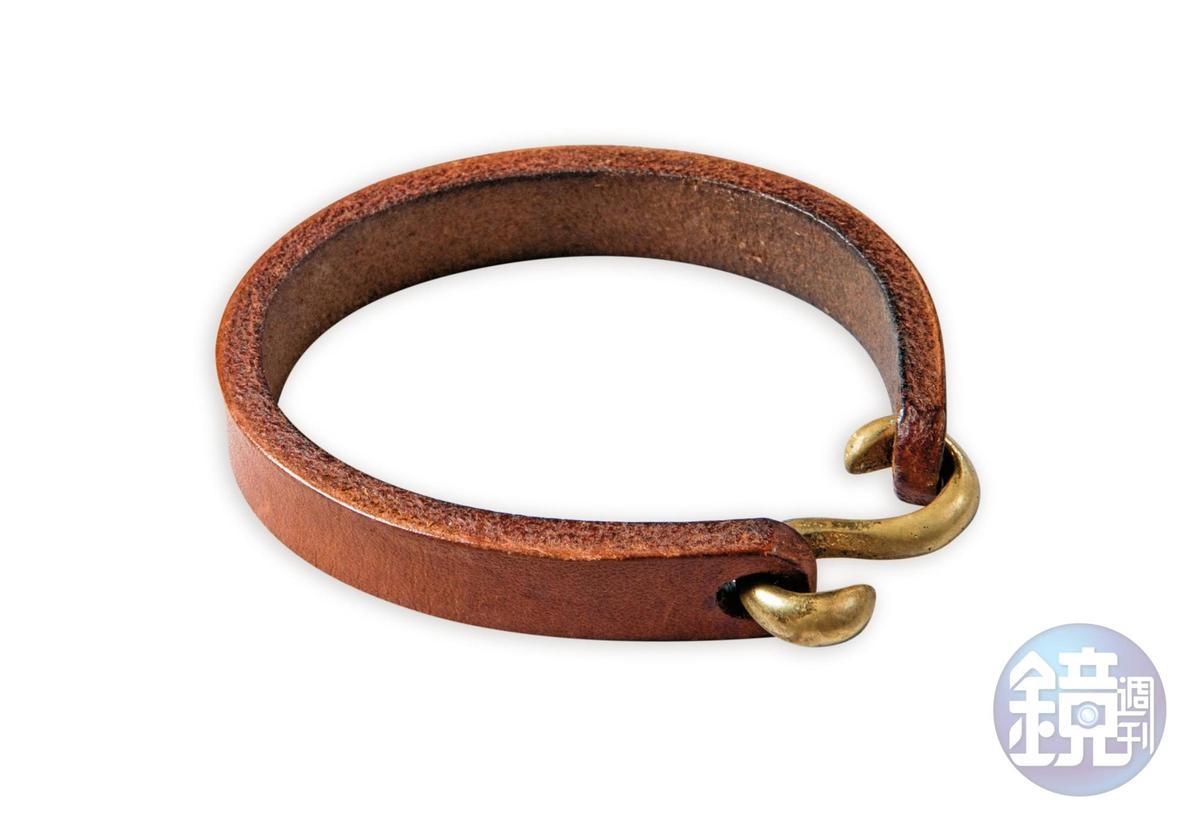 大陸買的鉤子造型皮質手環,約NT$200。