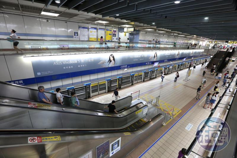 一名長住紐約的撰稿人在《Insider》發表一篇文章,羅列出北捷的14個優點,並讚台北捷運世界第一,認為各國城市的交通運輸系統應向北捷學習。