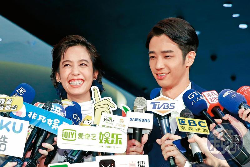 2019:站在不拘小節的陳庭妮旁邊,劉以豪顯得很有偶包,表情都沒太過誇張;事實上他本來就很少凸槌的照片就是了。