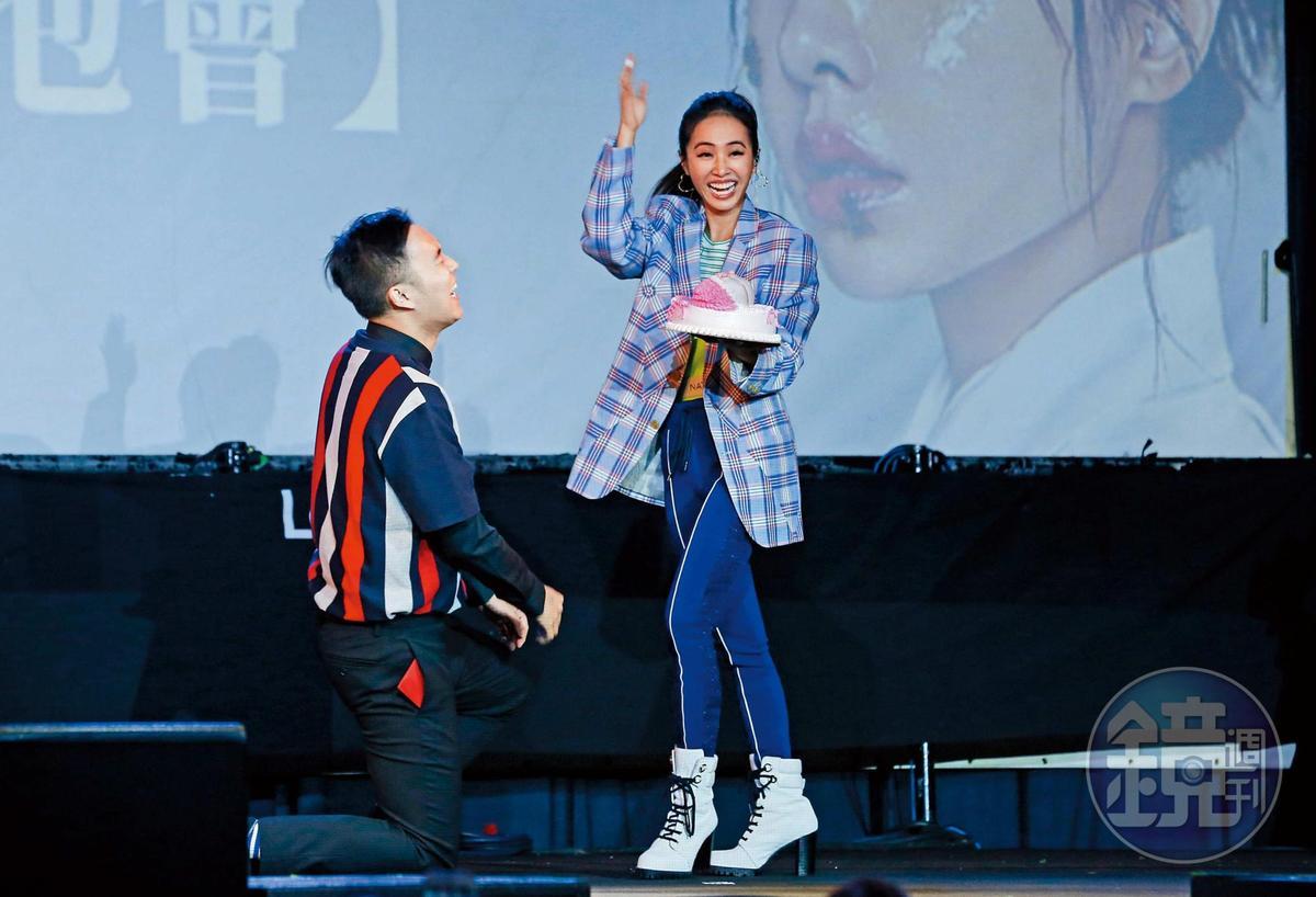 2019:除了很驕傲自己賤,蔡依林還跟歌迷砸蛋糕互動,還有宣傳媽媽子宮厲害,可以生出她。