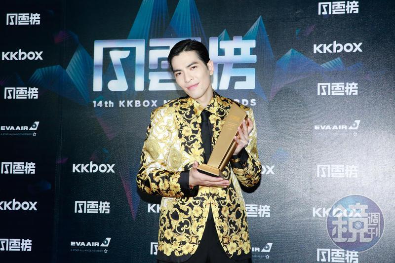 蕭敬騰領取第14屆KKBOX風雲榜年度風雲歌手獎。