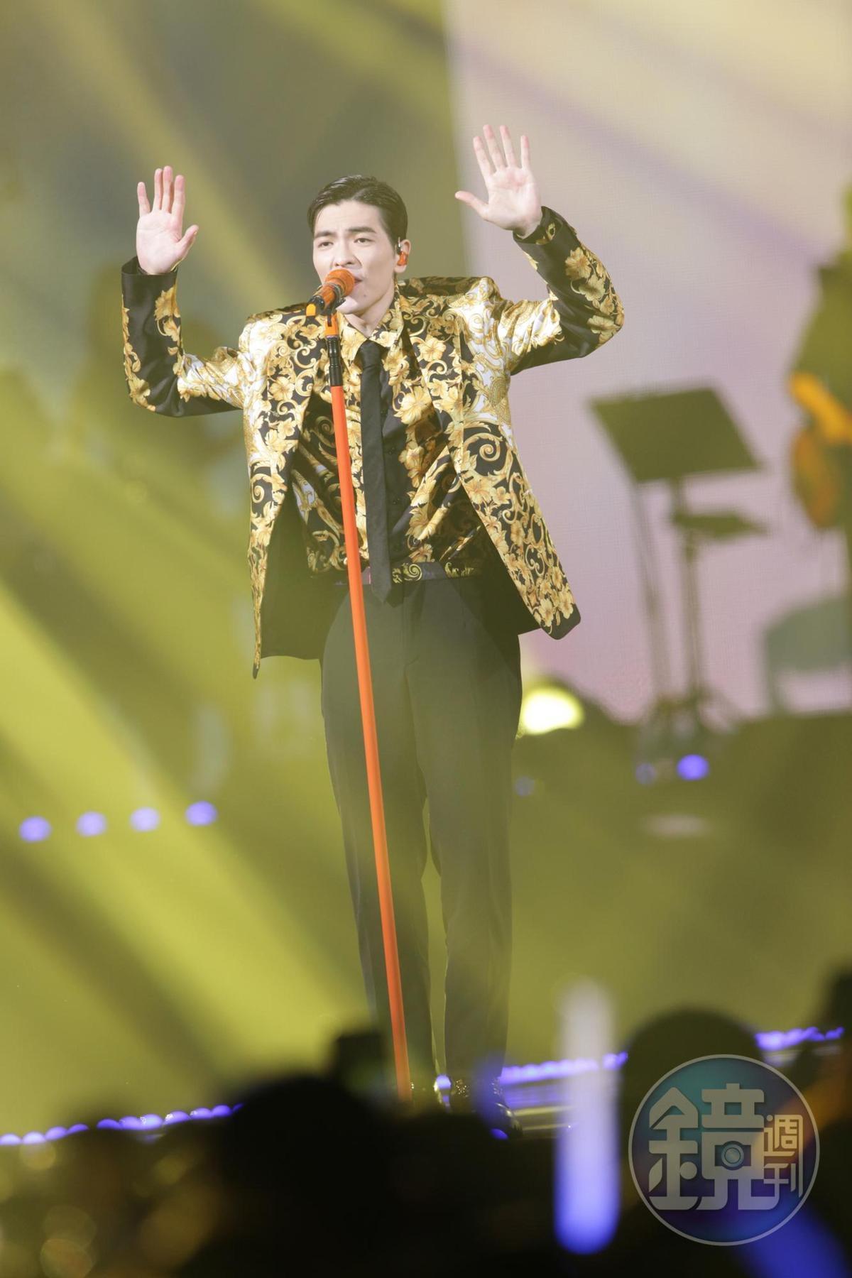 蕭敬騰在第14屆KKBOX風雲榜演唱3首歌曲。