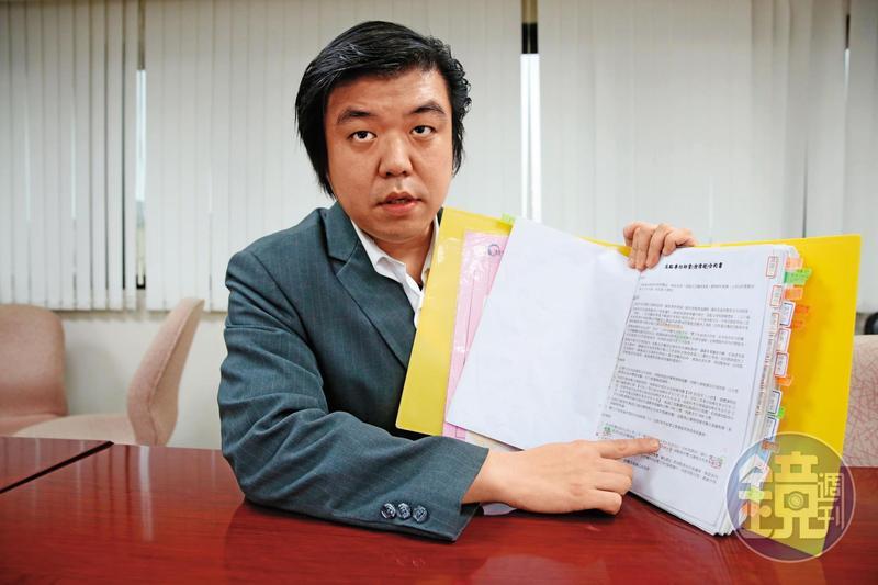 法律名師徐偉超控訴高點偽簽他的筆跡,更侵害他的影片著作權。