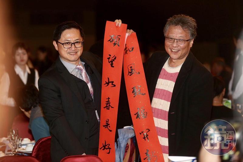 董事長童子賢(左)強調,南向基地何時有成果,就跟燉牛肉一樣,需要點時間。