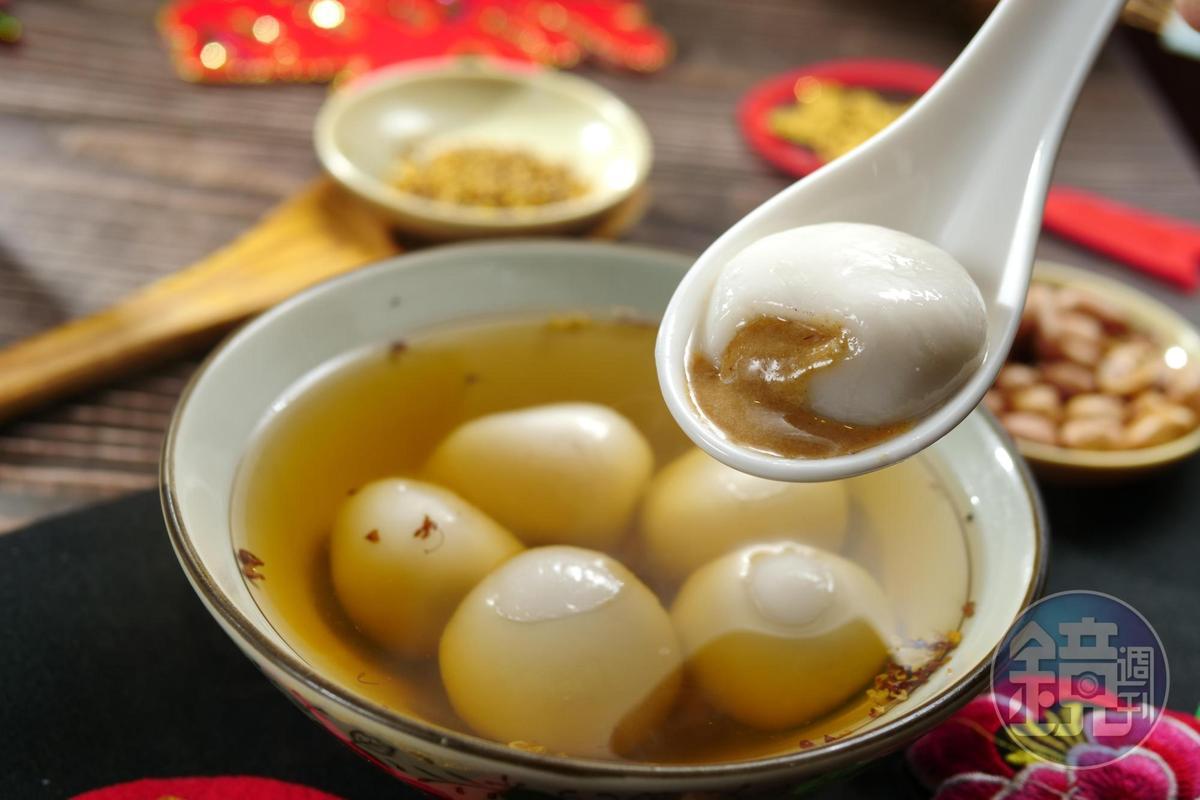 自家研磨花生餡的「花生湯圓」濕潤香滑。(80元/碗)