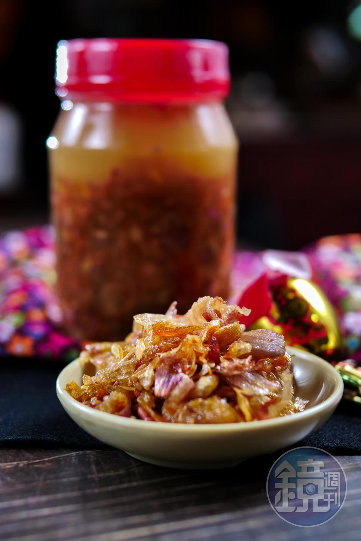 打開「自製油蔥酥」,油炸紅蔥頭的甜潤油香撲鼻而來。(160元/罐)