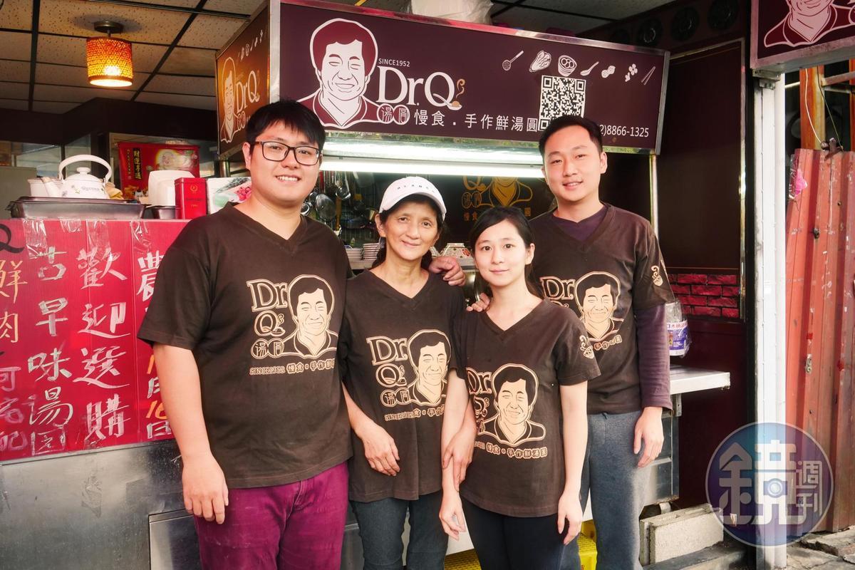 Dr.Q二代同心,兒子廖宥鈞、媽媽黃月英、妹妹廖芮榛及男友魏任葆(由左和右),一家人同心做湯圓。