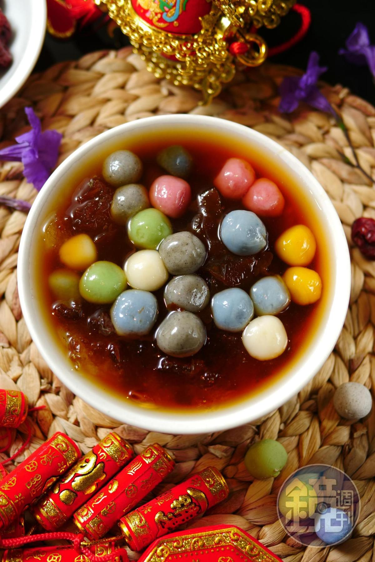 「養生甜湯圓」加了碎冰口感更Q,也是IG打卡美菜。(50元/碗)