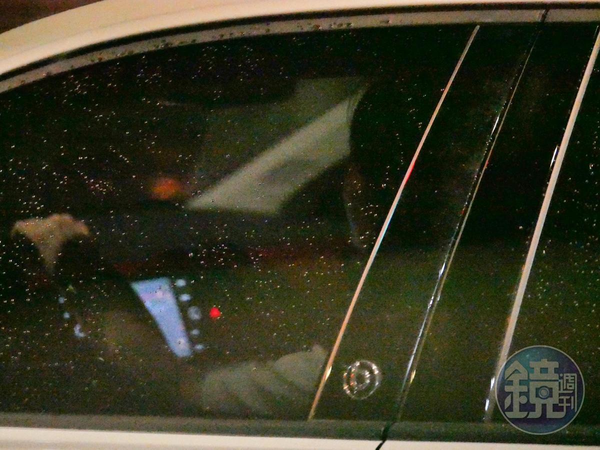 舒子晨開車發現被跟拍,從民生社區繞到西門町又繞回民生社區。