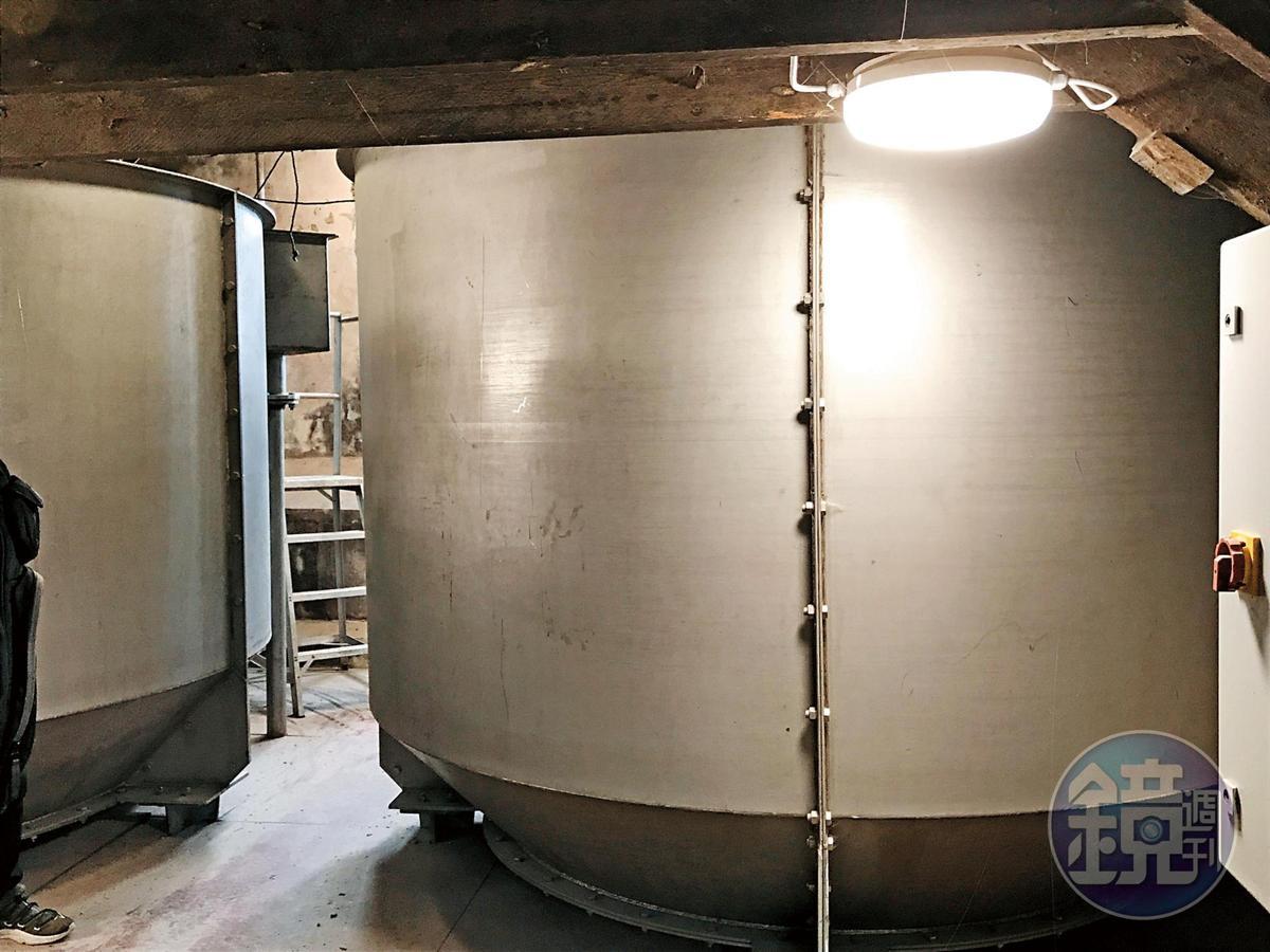 大麥就是泡在這不鏽鋼桶裡發芽。