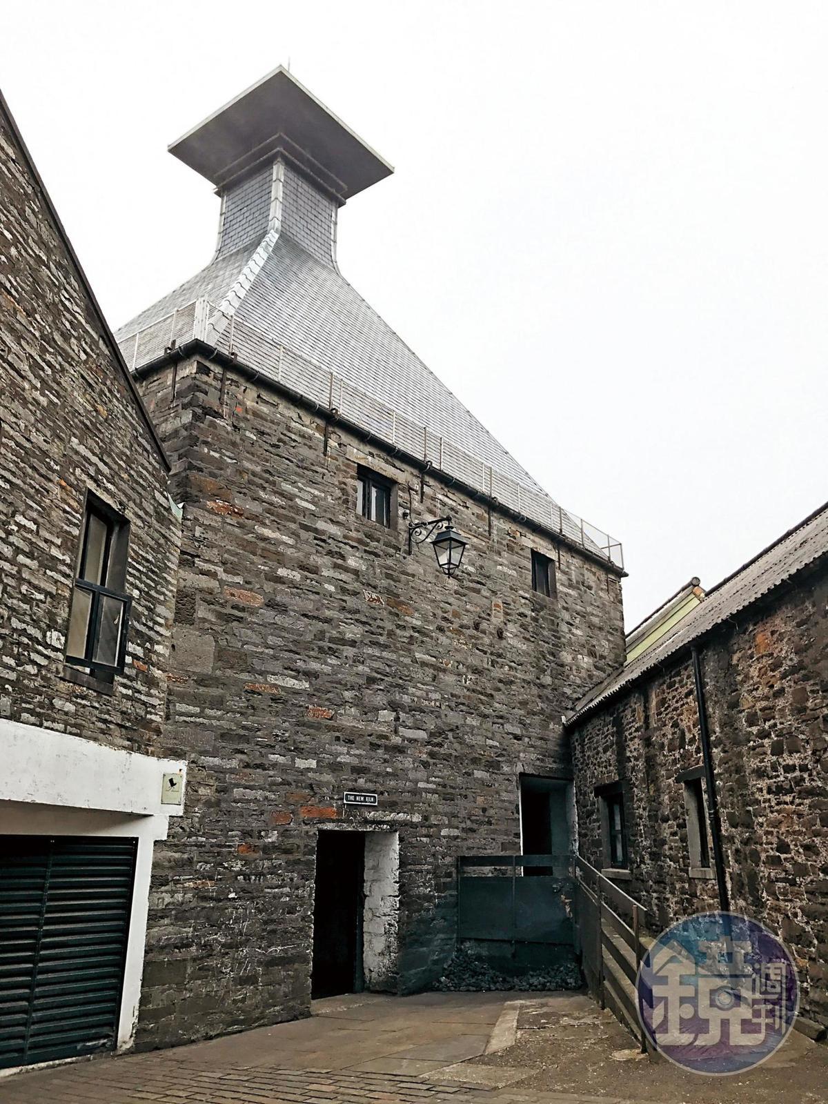 酒廠新的寶塔式煙囪樓,是進行地板發麥的地方。