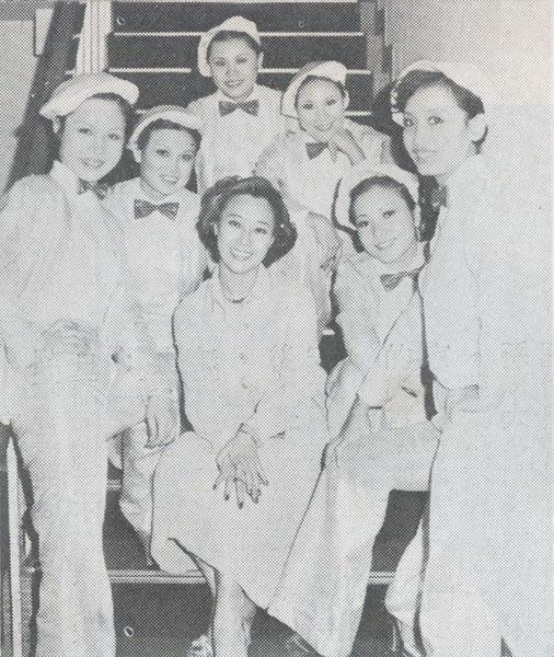 60年代以舞蹈盛名遠播,一個人的舞蹈藝術也許寂寞,但曹金鈴(中)教出許多學生,樂享教學互動成就感。(翻攝自電視綜合週刊)