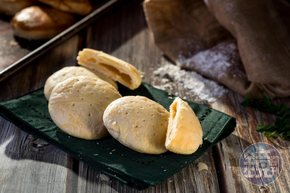 「后羿太陽餅」加入鮮奶與龍眼蜜。(360元/12入)
