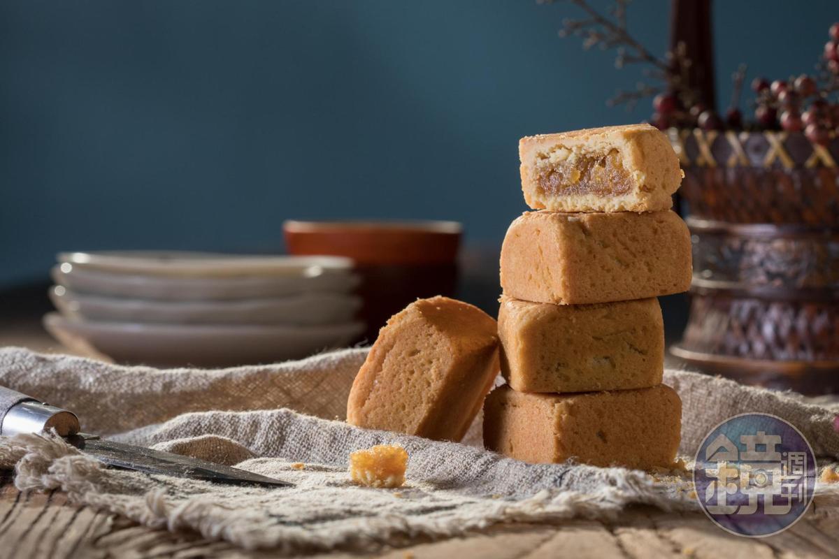 「經典懷舊鳳梨酥」以土鳳梨餡搭配傳統鳳梨酥內餡,並以日本麵粉製作酥皮。(384元/12入)