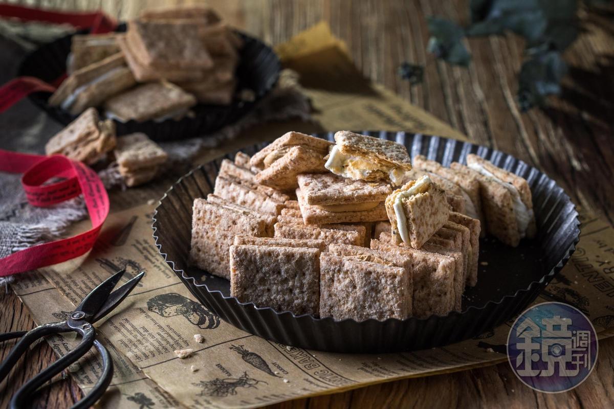 「牛軋方塊酥」分青蔥與黑糖二種口味。(250元/盒)