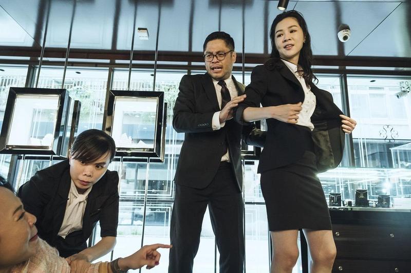新科金馬獎后謝盈萱飾演被黑道鬼魂附身的女人,在戲中有許多飆髒話及打架的場面。(公視提供)