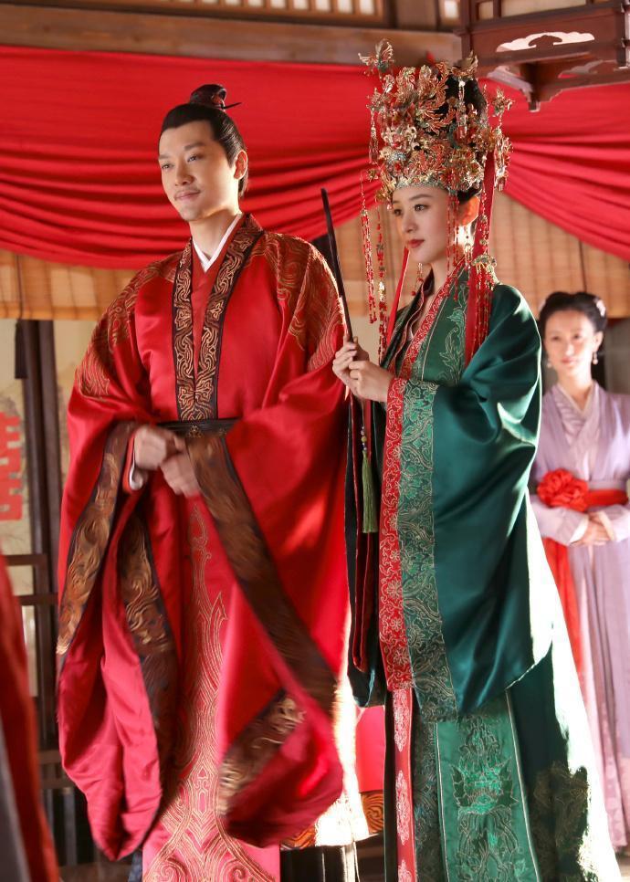 馮紹峰透露趙麗穎需要花很多時間準備劇本,馮紹峰則是屬於短暫記憶力。(LINE TV提供)