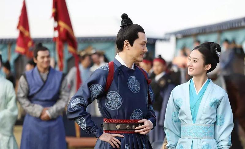 劇中有一幕為趙麗穎跟馮紹峰在公布科考放榜時相遇。(LINE TV提供)