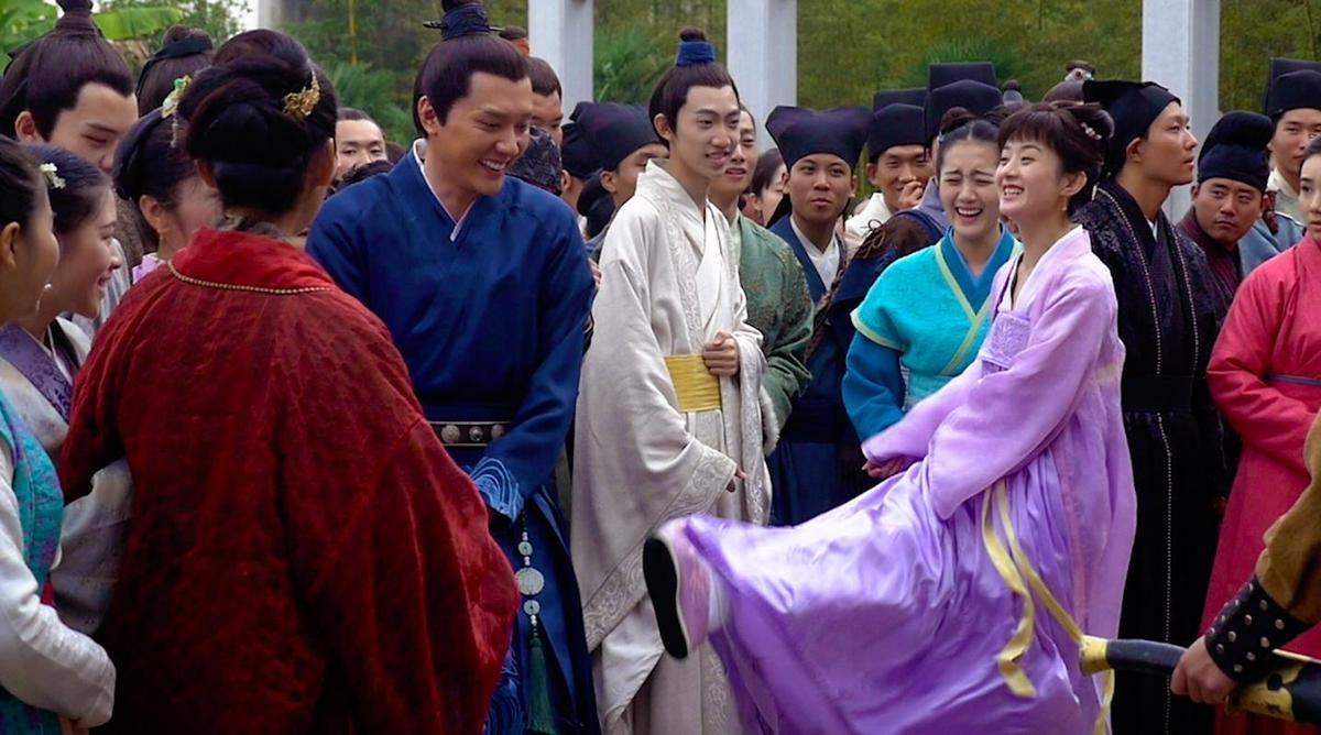陸劇《知否知否應是綠肥紅瘦》是夫妻檔趙麗穎與馮紹峰同台演出,2人在劇中也展開了夫妻生活。(LINE TV提供)