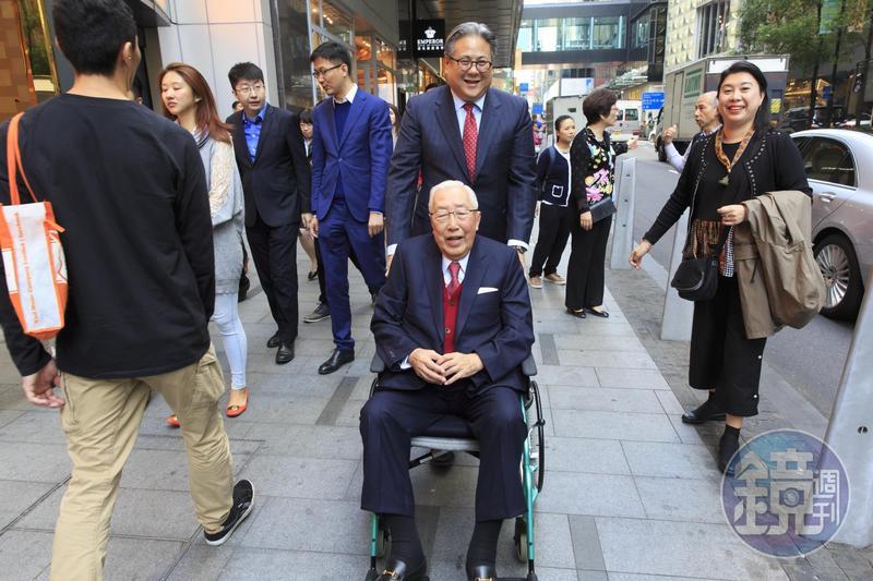 上海商銀董事長榮鴻慶在金融海嘯時危機入市,眼光精準。