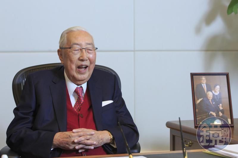上海商銀董事長榮鴻慶認為,今年金融業挑戰大。
