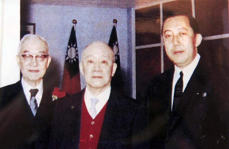 上海商銀創立迄今已104年,1915年由陳光甫(中)在上海創辦,就連國父孫中山都是股東之一。(上海商銀提供)