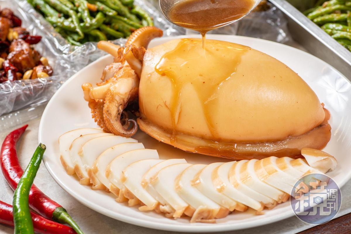 「滷墨魚」保留海水鹹鮮,僅用少許醬油冰糖添甘。(500元/斤)