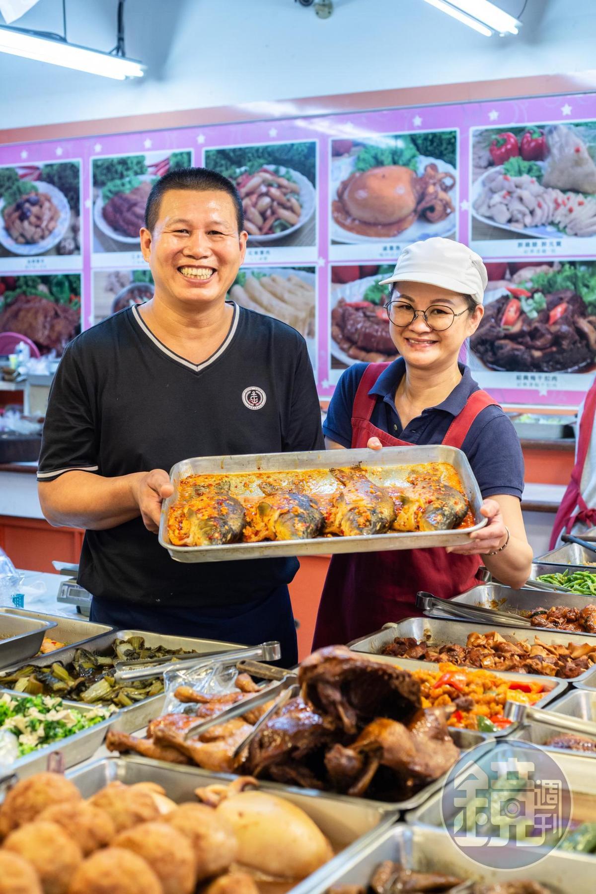 朱石成和老婆蔡秀娟胼手胝足把小攤做成人氣老店。