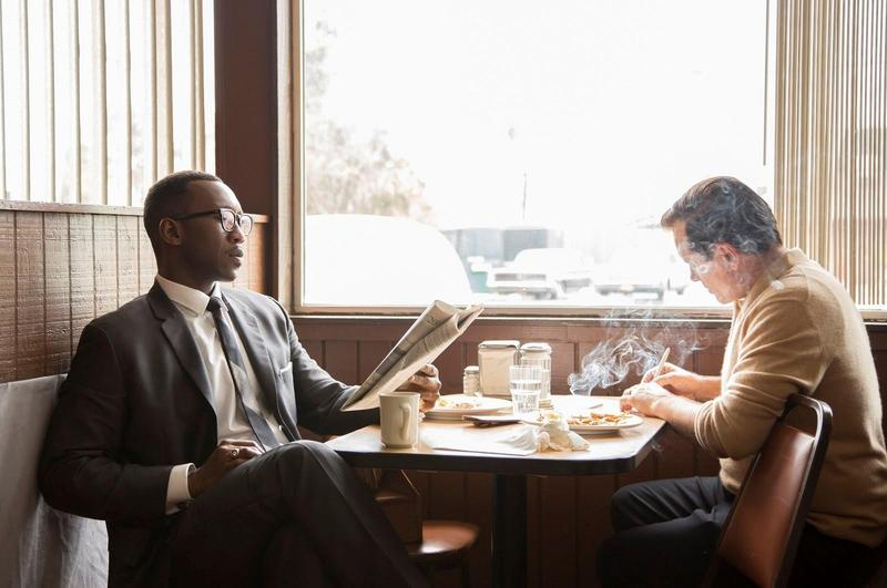 描述不同族群從對立到包容的《幸福綠皮書》入圍最佳影片,男主角維果莫天森(右)和男配角馬赫夏拉阿里(左)也雙雙入圍演技獎。(CatchPlay提供)