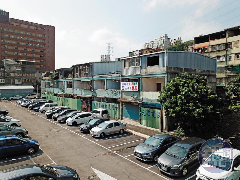 知行路都更案位於台北市立關渡醫院旁,建商原本打算興建2棟23層的大樓,總市值逼近40億元。