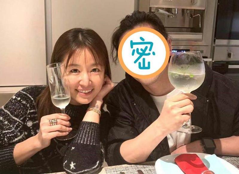 林心如27日迎接43歲生日,昨(29日)在臉書上曬慶生照,她身旁的男人卻不是霍建華。(原圖翻攝自林心如臉書)