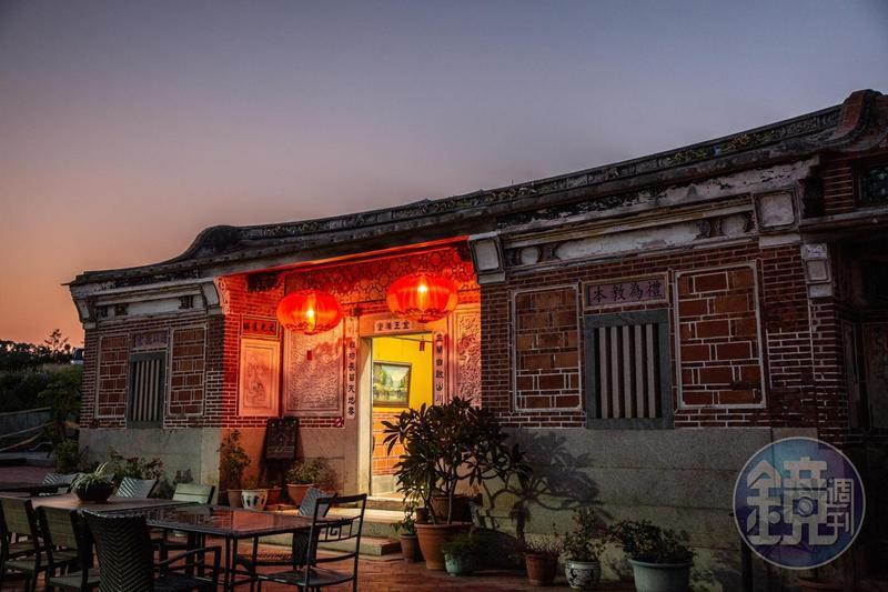 在返鄉遊子與建築師的合力考究下,「慢漫民宿夢想館」成為金門古厝修復的模範。